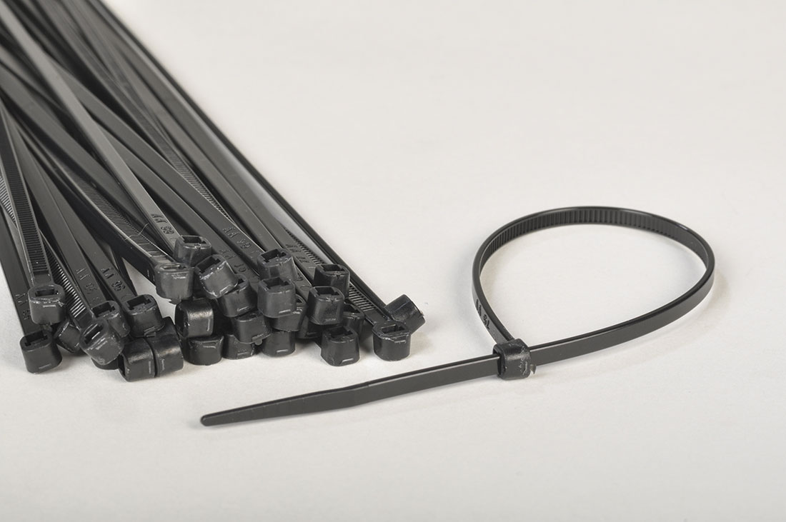 cable tie black for the fastening of scaffold tarpaulins.